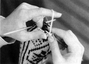 Lavorare a maglia con i quattro ferri: le mani