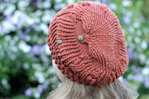 Frostberry: cappellino bottom-up all'uncinetto